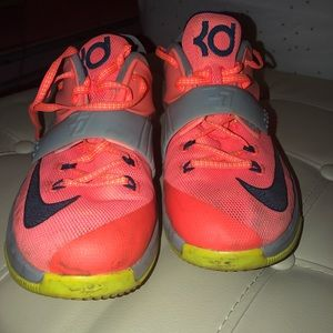 Nike youth kds (PRICE IS NEGOTIABLE)